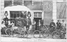 "Marcilly le Hayer : "" Maison Menneret : Cycles et automobiles ""  vers 1900"