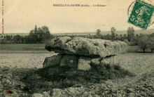 Marcilly le Hayer : Un dolmen